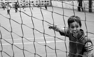 800px-Kids_playing_soccer